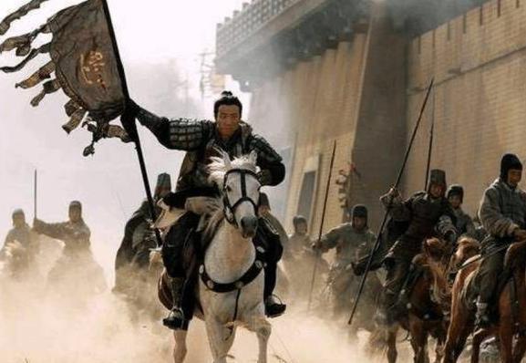 古代两军交战,扛旗战士明明手无寸铁,怎么没人去直接杀了他?