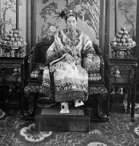 独揽大清皇权的慈禧,有一件事到死她也没敢做