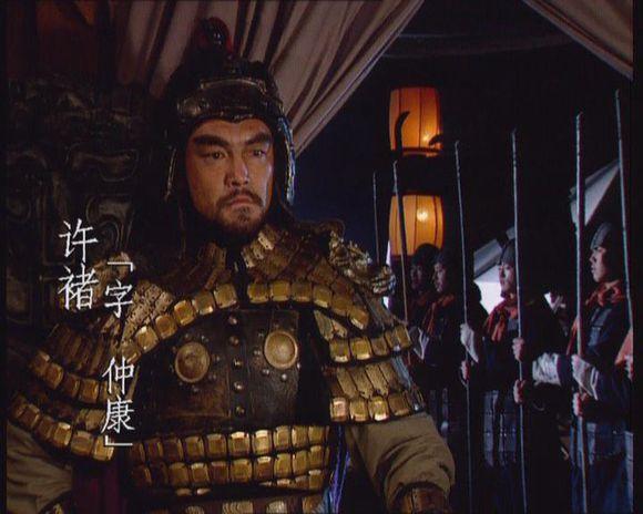 曹操送关羽锦袍,关羽用刀挑过,许褚说何不擒之,他有把握吗?