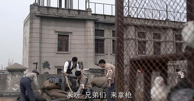 周恩来在上海:准备了两只皮箱,里面放的全是手枪、盒子炮和子弹