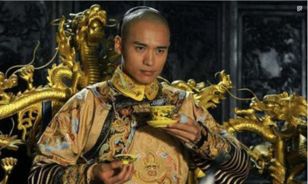 多尔衮当上了摄政王,为何不顺势取了帝位呢?两个原因太纠结