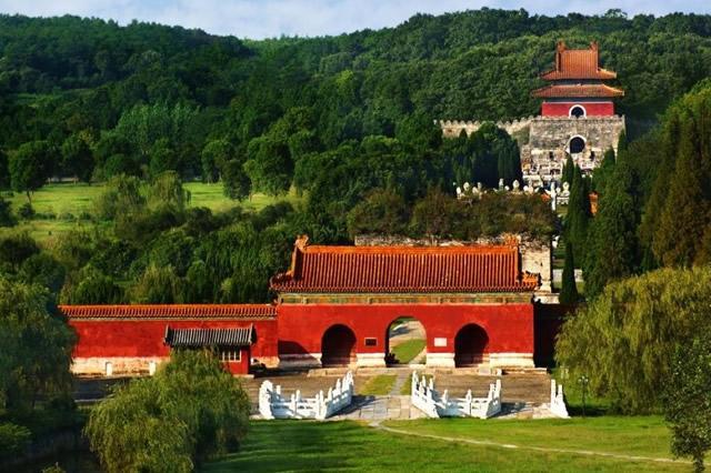 2005年,专家挖掘郢靖王墓,出土文物389件,其中两件是无价之宝