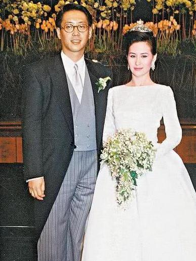 许晋亨前妻是赌王女儿,现任是香港小姐冠军。网友称:牛啊!