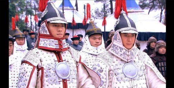 他14岁上战场建奇功,36岁病逝后多尔衮为其立碑,子孙成铁帽子王