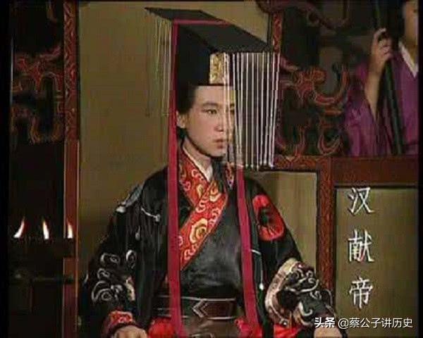 董卓死后的汉献帝,又被李傕郭汜所劫持,此二人的行径比董卓更甚