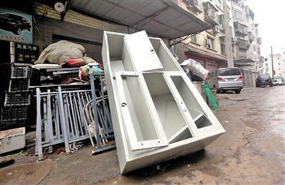 铁皮柜被当废品卖了 哪知里面还有2.7万元现重生之皇马老板金_社会
