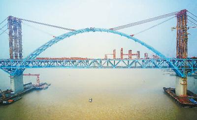 世界第一财经 素比伏最大跨度公铁两用桥主拱合龙 主跨1092米_国内新闻