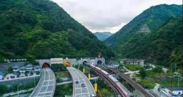 4800米!这条世界最高海拔高速公路隧道 到底是怎么做到?_国萧亚轩腾讯微博id内新闻