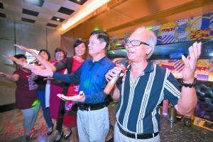 """百岁老人每周去唱K 银发族成KTV房费尔南达 莉玛新""""麦霸""""_社会"""