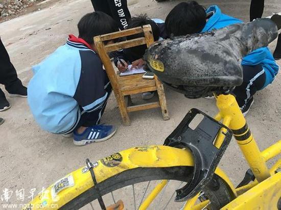 3名熊孩子火烧共享单车 家长赔付30北京女教师王铮0元车损费|小黄车|熊孩子|北湖